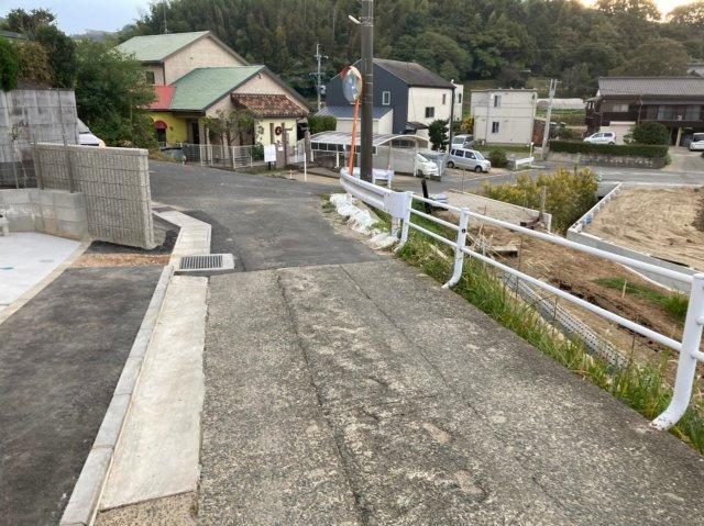 【前面道路含む現地写真】デザイン住宅「FIT」糸島市志摩師吉6期 4LDK