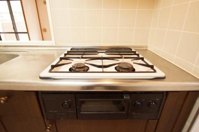お料理もはかどるグリル付きの2口ガスキッチンです