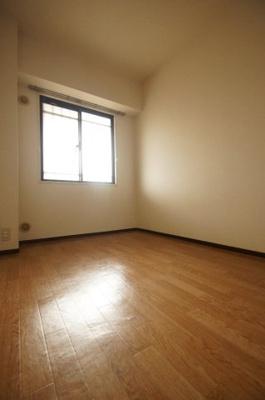 クッションフロア貼りの洋室になります