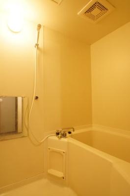 ゆとりを持ってお使い頂けるバスルームです