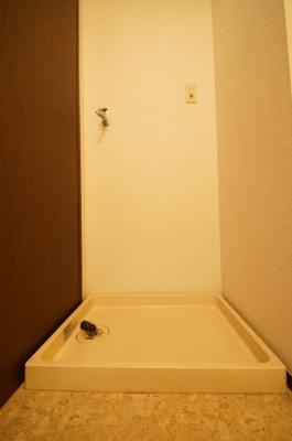 防水パン付きの室内洗濯機置き場です
