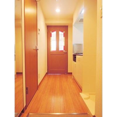 アンティーク調のドアがポイントです