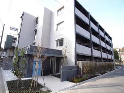 京急線「井土ヶ谷」駅より徒歩5分のマンションです。