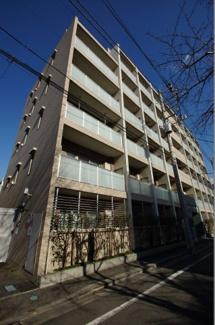 京浜急行線「大森町駅」徒歩4分の駅近マンションです。