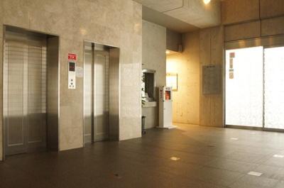 エレベータ2基あります。