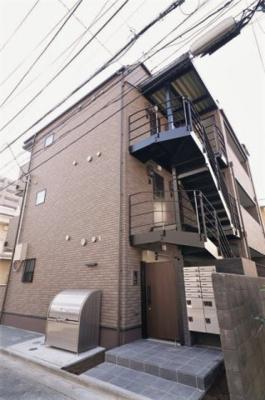 東急東横線「新丸子駅」徒歩5分の駅近物件です。