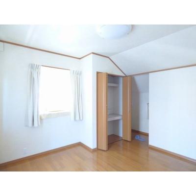 個人の部屋や寝室として使える洋室4です