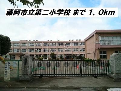 藤岡市立第二小学校まで1000m