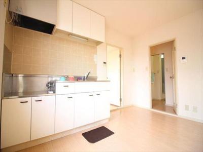 キッチンに窓有り!広々した空間です!画像