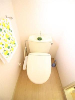 トイレにも窓有り!明るいですね。画像