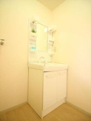 洗面所の横に洗濯機置き場です。