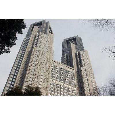 役所「東京都庁まで941m」