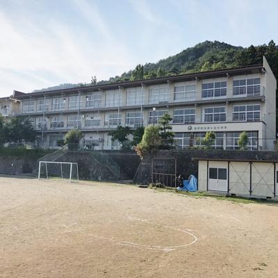 小学校「長野市立松ケ丘小学校まで401m」