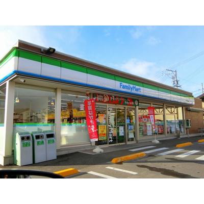 コンビニ「ファミリーマート中野東吉田店まで736m」