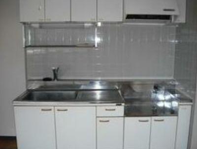 白色の清潔感あるキッチン!!