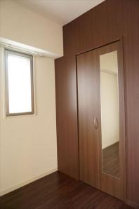 別号室の写真になります。現況優先。フロアカラーはホワイトとなります。