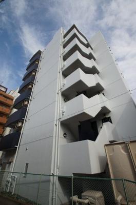 京浜東北線「鶴見」駅徒歩6分のマンションです。