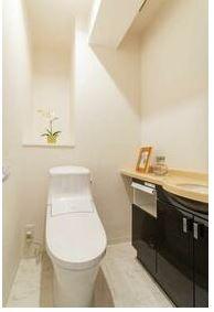 ウォシュレット機能付きトイレも新調です。