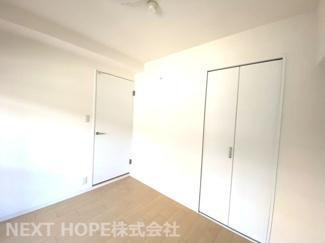 玄関横の洋室5帖です♪独立したお部屋で、在宅ワークのお部屋としてもいいですね(^^)