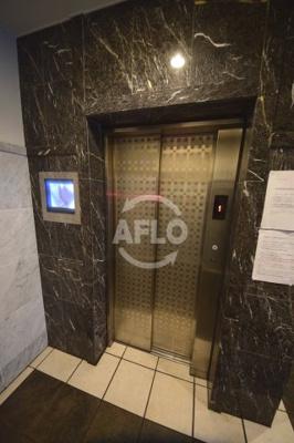 オーナーチェンジ物件 月額賃料:59,000円 想定年収:708,000円 表面利回り:5.9% スワンズシティ大阪WEST エレベーター