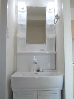 【洗面所】三軒茶屋グリーンマンション フルリフォーム済 2人入居可 追炊き 独立洗面台