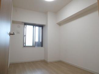 個人の部屋や寝室として使える洋室5帖です