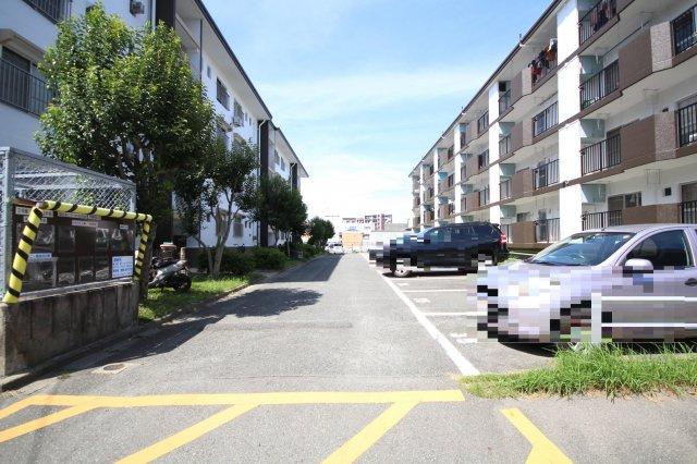 【駐車場】多の津住宅団地 3号棟