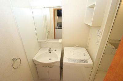 洗面化粧台・洗濯機付き