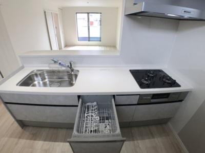 キッチンの写真です♪ 食器洗浄乾燥機付きシステムキッチンですよ♪