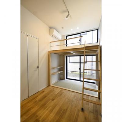 【居間・リビング】チトカラアパートメント