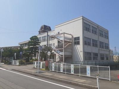 利田小学校まで60m