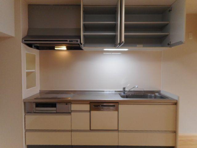 キッチンは食洗機つきなので、忙しい朝もサッと片づけできていつでもキレイなキッチンをキープできます。