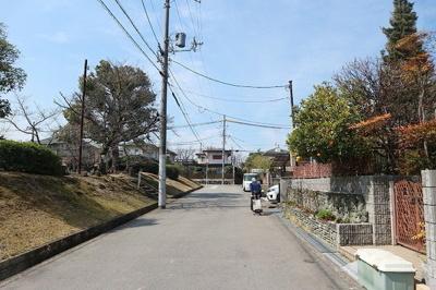 【前面道路含む現地写真】和泉市鶴山台4丁目 中古戸建