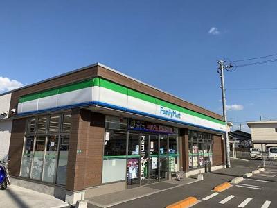 ファミリーマート宇部東梶返店まで950m