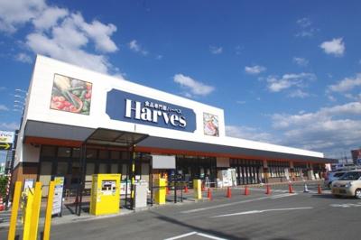駅から徒歩5分、営業時間9時から21時50分のスーパーです。