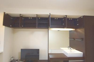 たくさんある収納棚でお部屋を広く使えます!