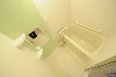 明るい色調のお風呂
