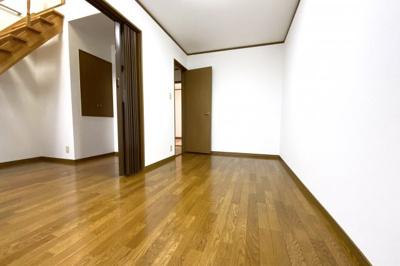 《洋室6.4帖》隣のお部屋と一緒にすれば、約11帖の広いお部屋として使えます。