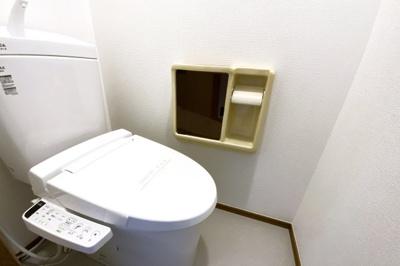ウォシュレット付きトイレでいつも清潔に保てます『水回りのリフォームなどご相談下さい。とにかく安く綺麗に!リフォーム費用を住宅ローンで借りたい!等お客様のご要望に合わせたご提案をさせて頂きます』