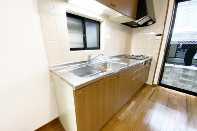システムキッチンは収納たっぷり(^◇^)『水回りのリフォームなどご相談下さい。とにかく安く綺麗に!リフォーム費用を住宅ローンで借りたい!等お客様のご要望に合わせたご提案をさせて頂きます。』