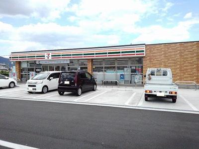 セブンイレブン蓬沢バイパス店まで900m