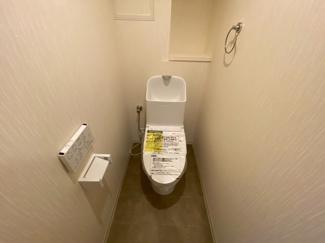 新品のトイレです♪温水洗浄便座です!水廻り全てが新品で気持ちよくご入居していただけます(^^)