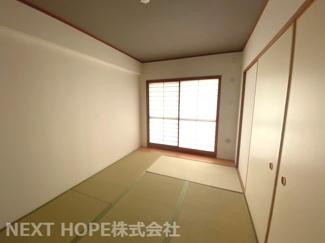 足つ6帖です!足を伸ばして寛げる居室です♪バルコニーに面した明るく開放的な室内です!