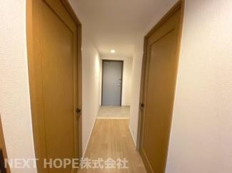 廊下から玄関です♪素敵な室内をぜひ現地でご確認ください(^^)お気軽にネクストホープ不動産販売までお問い合わせを!!