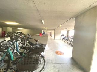 駐輪場です♪屋根があるので大切な自転車を雨・風から守ってくれますね(^^)