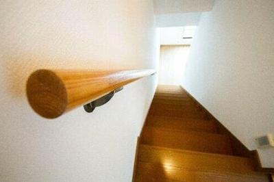 手すり付きの階段です