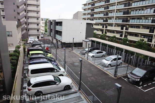 駐車場空きあり 使用料月額13,000円~16,000円 車種によります。(全長5050mm、幅1850mm、高さ1800mm 重さ2300K)