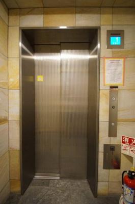 「エレベーター」