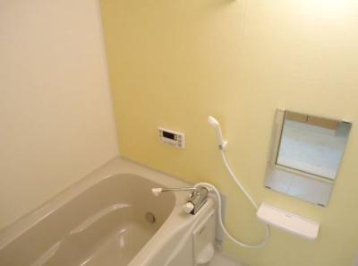 追い焚き給湯&浴室乾燥機付き♪