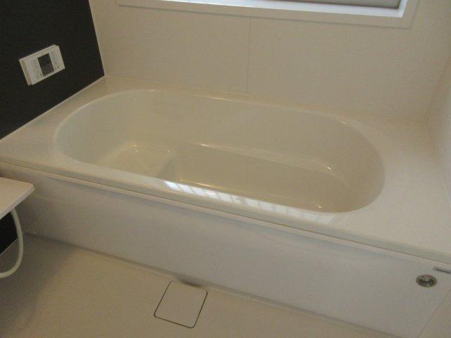 1坪の広さを設けた浴室でゆったりバスタイム